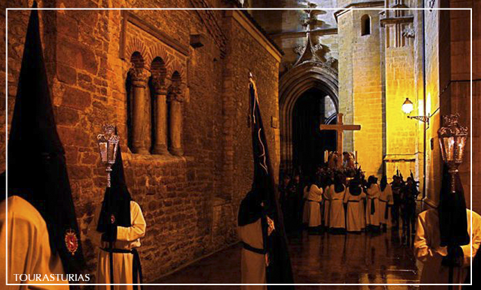 Procesiones en la Semana Santa de Oviedo